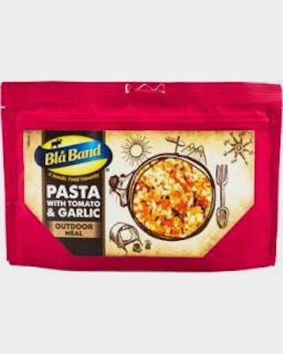 Pasta with tomato and garlic